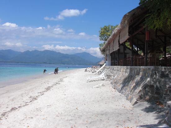 Sunrise Resort: beach next to restaurant Sunrise Gili Air