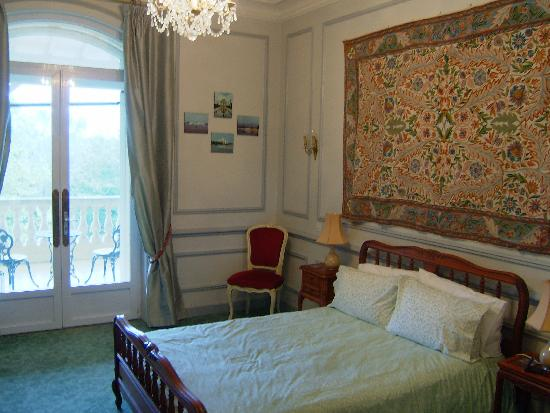 Manoir La Betoulle : One of the Manoir Bedrooms