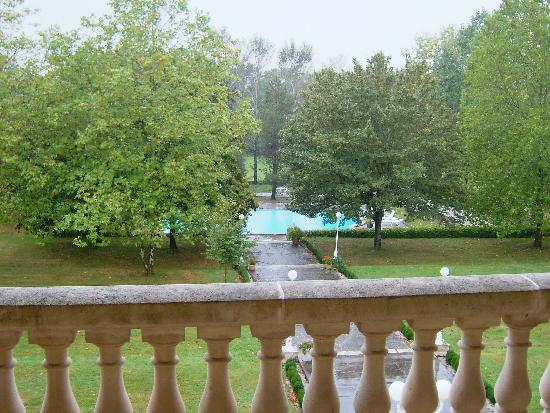 Manoir La Betoulle : The view over the gardens & pool from the balcony