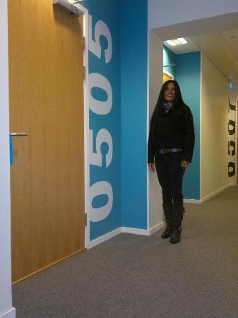 Sky Hotel Apartments Linköping: Meine Frau vor unserem Studio
