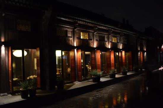 Jing's Residence: Jing's at night. Magical.