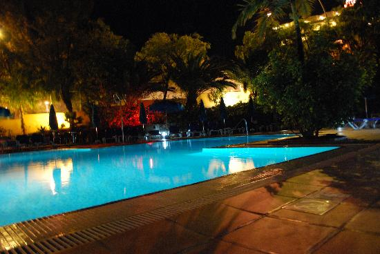 Igramar Morrojable Apartments: Piscina by night