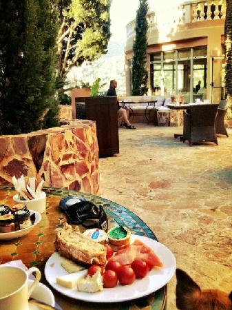 Hotel Tiara Yaktsa Cote d'Azur.: breakfast