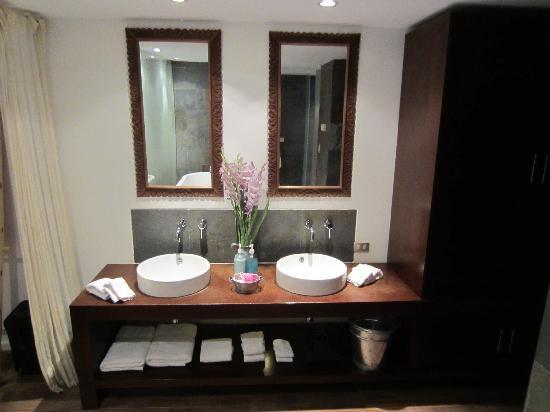 Titilaka: King Room - Bathroom