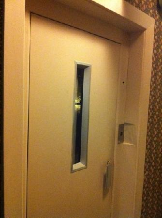 Best Western Limpley Stoke Hotel: lift