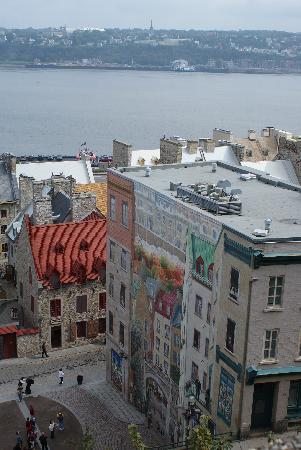Quartier Petit Champlain : Fresque au petit Champlain