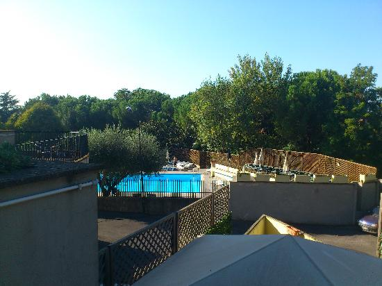 La piscina picture of quality hotel rouge et noir roma for Quality piscinas