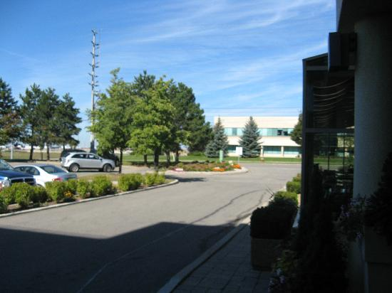 Holiday Inn Mississauga Toronto West: View from front door