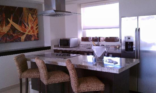 Marival Residences Luxury Resort Nuevo Vallarta: kitchen with cooktop