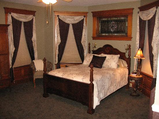 The Diamond Room at the Waller House Inn.