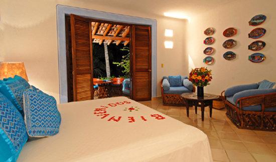 Las Alamandas: Azul King Suite