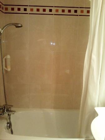 Hôtel Elysées Opéra: baignoire/douche