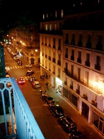 Hotel Elysees Opera: assez calme la nuit