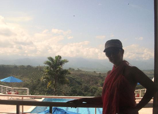 Hotel Mirador Las Palmas: Vista a la piscina sinfin y al Valle de Maravelez