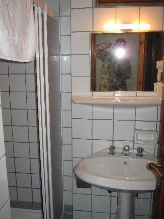 إكيسي هوتل: Ekici Hotel bathroom