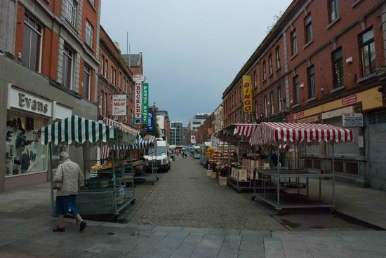 Moore Street: The stalls on a cloudy morning