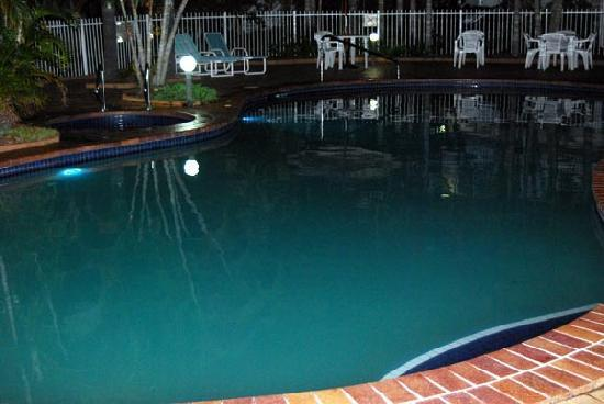 Bay of Palms Resort: Pool and spa from poolside unit