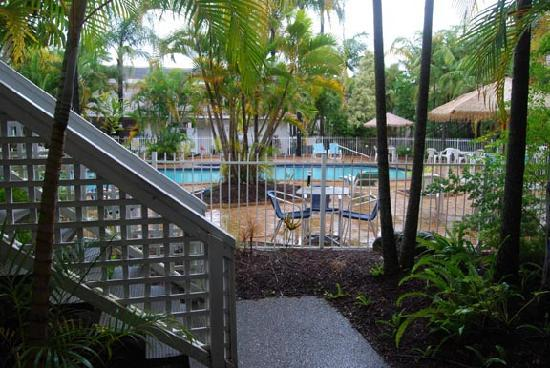 Bay of Palms Resort: Poolside garden from unit