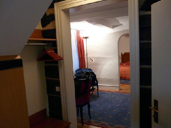 Hotel Goldene Sonne: view from entry door corridor to bedroom...