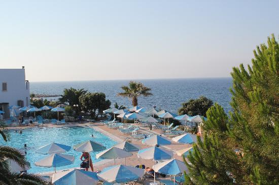 Nana Beach Hotel: Vue de la chambre des nos enfants