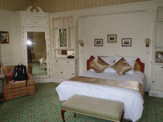 The Oakley Court: The Suite