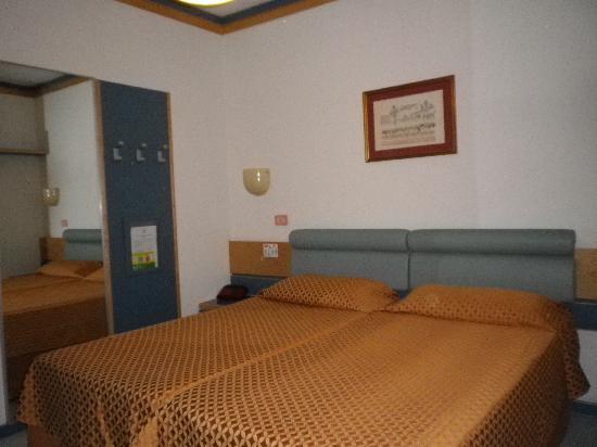 Hotel Cesare Augustus: Habitacion