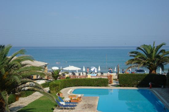 Filorian Hotel Apartments: view to pool and sea