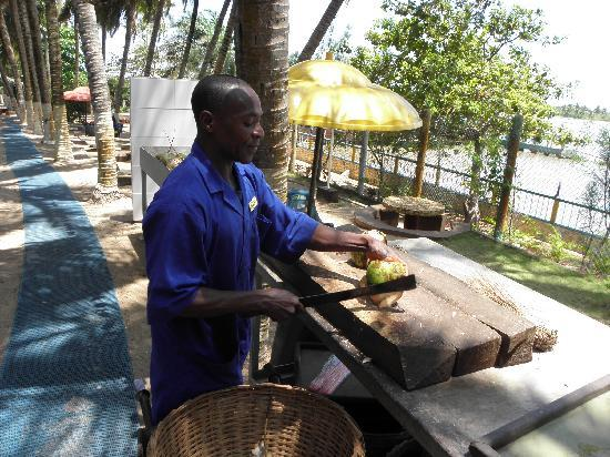 Whispering Palms Resort: Enjoy Coconut water