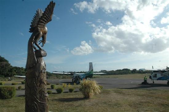 Mount Yasur: ...der Flughafen auf Tanna...