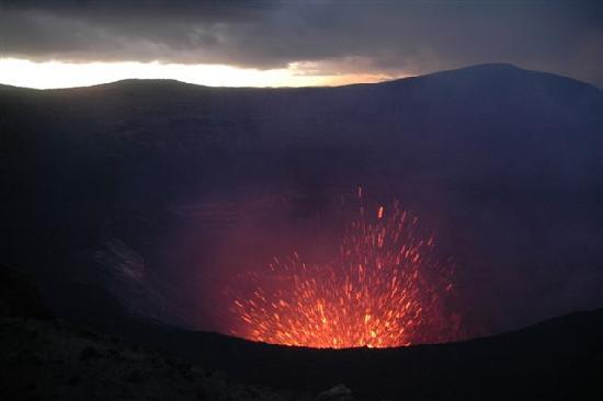 Mount Yasur: ...Ausbruch auf Ausbruch.....