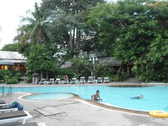 Novotel Rayong Rim Pae Resort: Pool