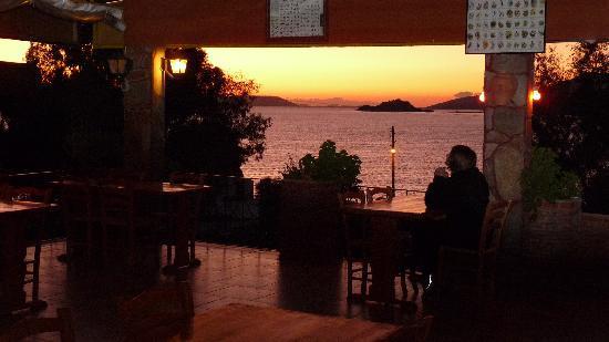 Selene's Pension: sunset terrace
