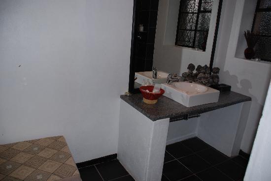 Rorke's Drift Lodge: Bathroom of Kune suite
