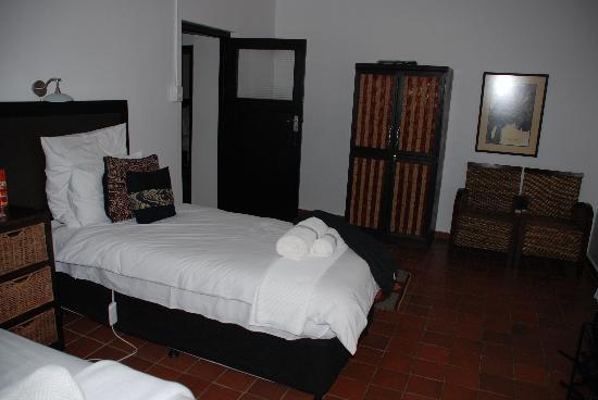 Rorke's Drift Lodge: Bedroom 2 of Kune suite