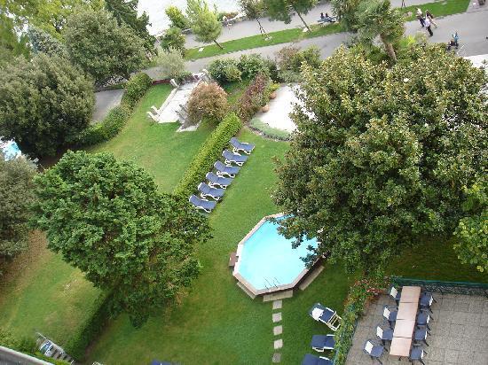 Eden Palace au Lac: Blick vom Balkon auf Hotelpark und Uferpromenade
