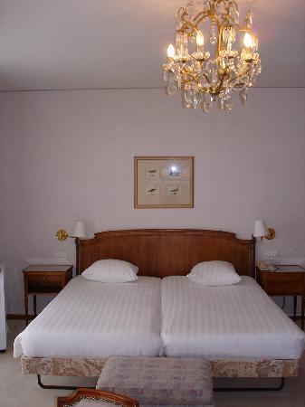 Eden Palace au Lac: Bett im Zimmer