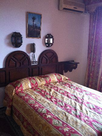 Tachfine Hotel: Our room (503)