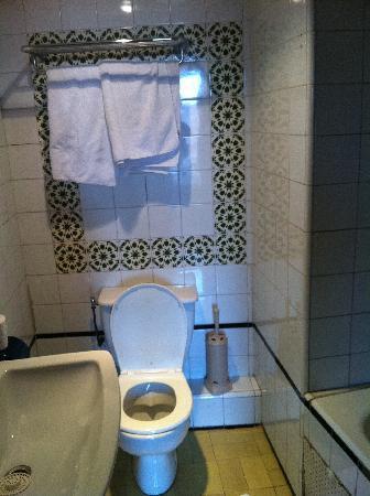 Tachfine Hotel: Toilet