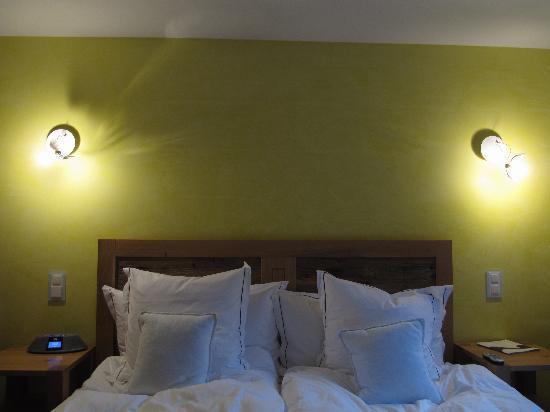 Hotel Firefly : Schlafzimmer mit Maurer Lampen