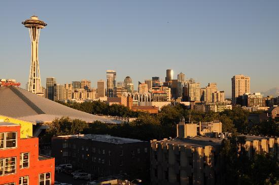 Mediterranean Inn: Blick auf Seattle bei Sonnenuntergang