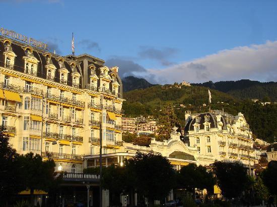 Lakeside Promenade Fleuri: Prachtvolle Hotels an der Uferpromenade von Montreux