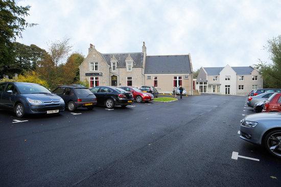 Pinehurst Lodge Hotel: Front Enterance Car Park