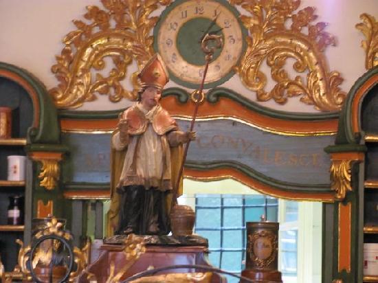 Alte furst-erzbischofliche Hofapotheke: 5