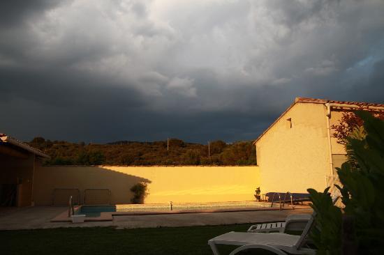 Chambres d'hote Chez Cecile : La piscine