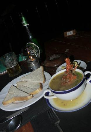 Thaproban : Lobster soup and bread (untoasted)