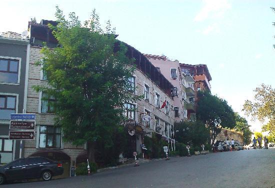 Megara Palace Hotel from street