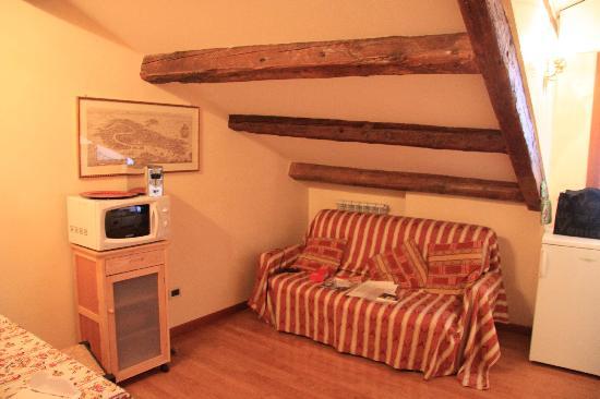 Alle Lanterne: La cucina/angolo sofà