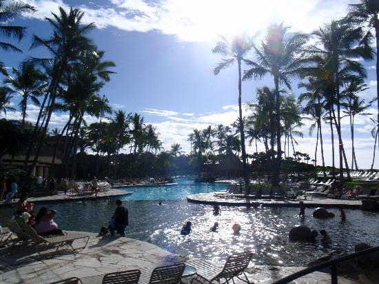 Hilton Waikoloa Village: The pool area outside our room
