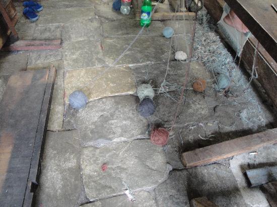 Tashiling Handicraft Centre : Dyed Tibetan hand spun pure wool.