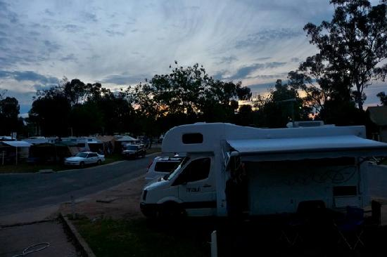 Echuca Holiday Park : Sunset over the park